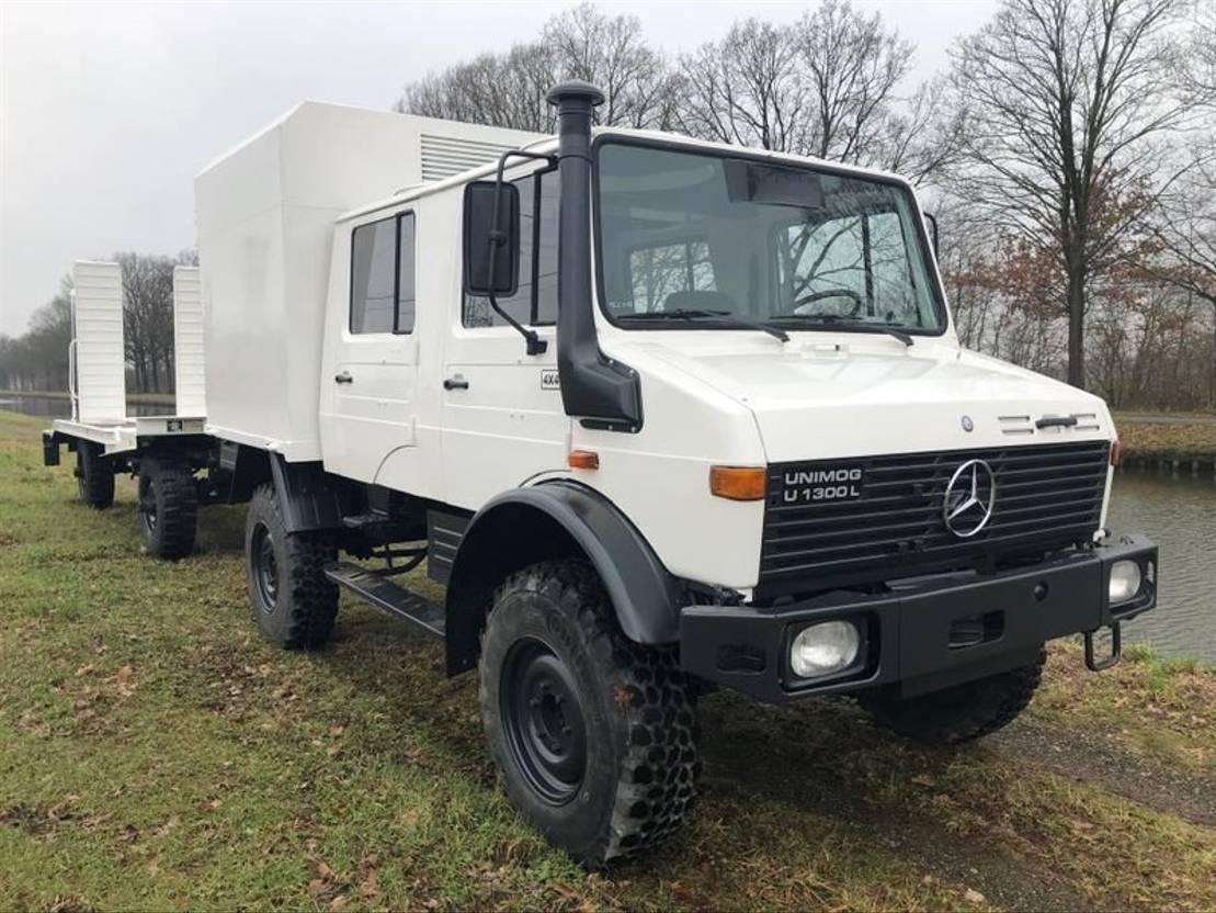 leger vrachtwagen Mercedes-Benz Unimog U1300 4x4 DOKA