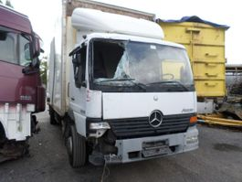 gesloten opbouw oplegger Mercedes Benz Atego 2003