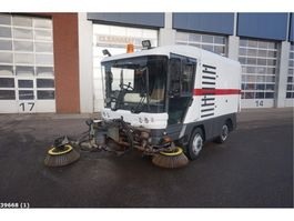 Veegmachine vrachtwagen Ravo 540 with 3-rd brush 2010