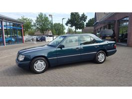 sedan auto Mercedes Benz 200 E-Klasse 200 SEDAN 1995