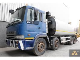 bitumensprayer vrachtwagen Hino 700FY 8x4 tarspreader 2003