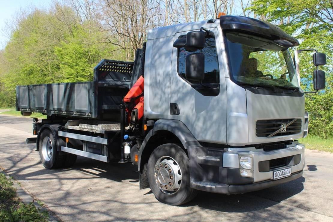 containersysteem vrachtwagen Volvo FL 250 HAAKARM CONTAINER SYSTEEM MET PALFINGERN KRAAN EN CONTAINER 2010