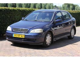 hatchback auto Opel Astra 1.6-16V AIRCO 2001