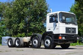 chassis cabine vrachtwagen MAN 32.322 chassis 8x4 model 1992