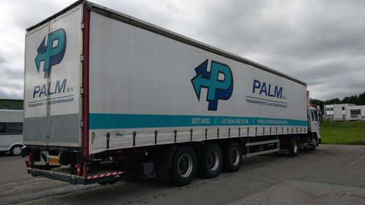 schuifzeil oplegger Fruehauf Tautliner / Sliding roof / Discbrakes / Tail-lift /  Battery pack 2004