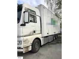 bakwagen vrachtwagen > 7.5 t MAN TGX26.540 box truck w/ lift 2013