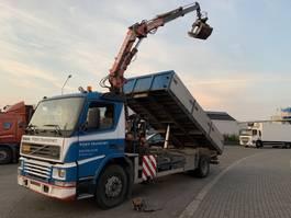 kipper vrachtwagen > 7.5 t Volvo FM7-250 kipper + kraan radio control!!! 2000