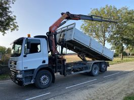 kipper vrachtwagen > 7.5 t DAF 85 6x2 KIPPER MET KRAAN 2005