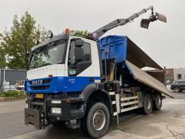 kipper vrachtwagen > 7.5 t Iveco TRAKKER AD380T41W EEV 6X6 MET HYVA 2 WAY TIPPER + HMF 1643-Z2 2010
