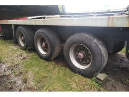 platte oplegger Fruehauf Tri axle trailer on springs with twist locks for containers. 1987