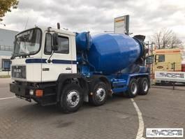 betonmixer vrachtwagen MAN 32.342 Full steel - Manual - Mech pump - 9M3 1996