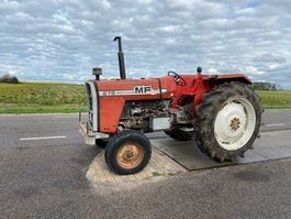 standaard tractor landbouw Massey Ferguson 275 1983