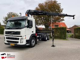 chassis cabine vrachtwagen Volvo FM 330 EEV 6X2 met Hiab 211W remote control 2010