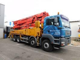 betonpomp vrachtwagen MAN TGA 35.350 8X4 BB 2006