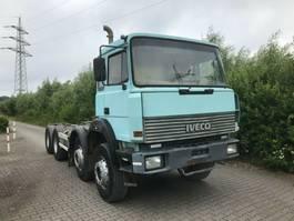 chassis cabine vrachtwagen Iveco 320-34 AHB, Schaltgetriebe, Blatt / Blatt, 8x4 1993