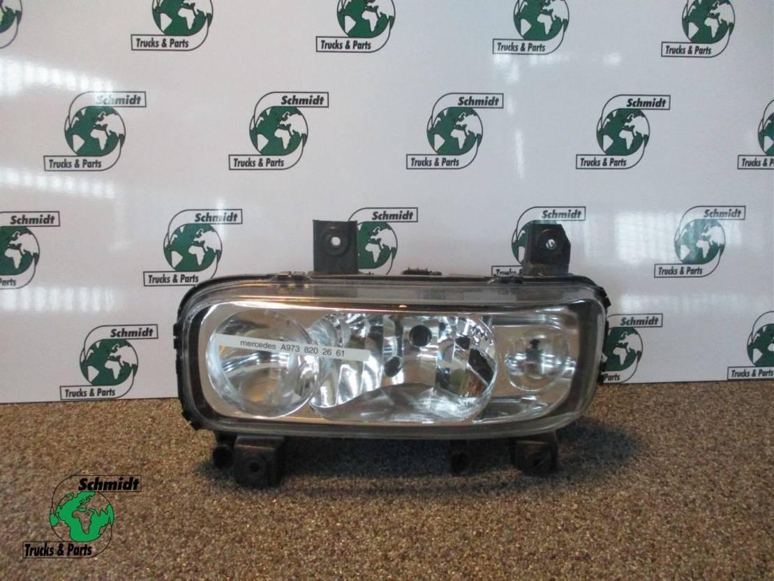 Koplamp vrachtwagen onderdeel Mercedes-Benz ATEGO A 973 820 26 61 KOPLAMP LINKS