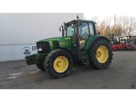 standaard tractor landbouw John Deere 6820 2009