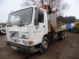 kipper vrachtwagen > 7.5 t Volvo FL 10 6x4 met Palfinger kraan 1989
