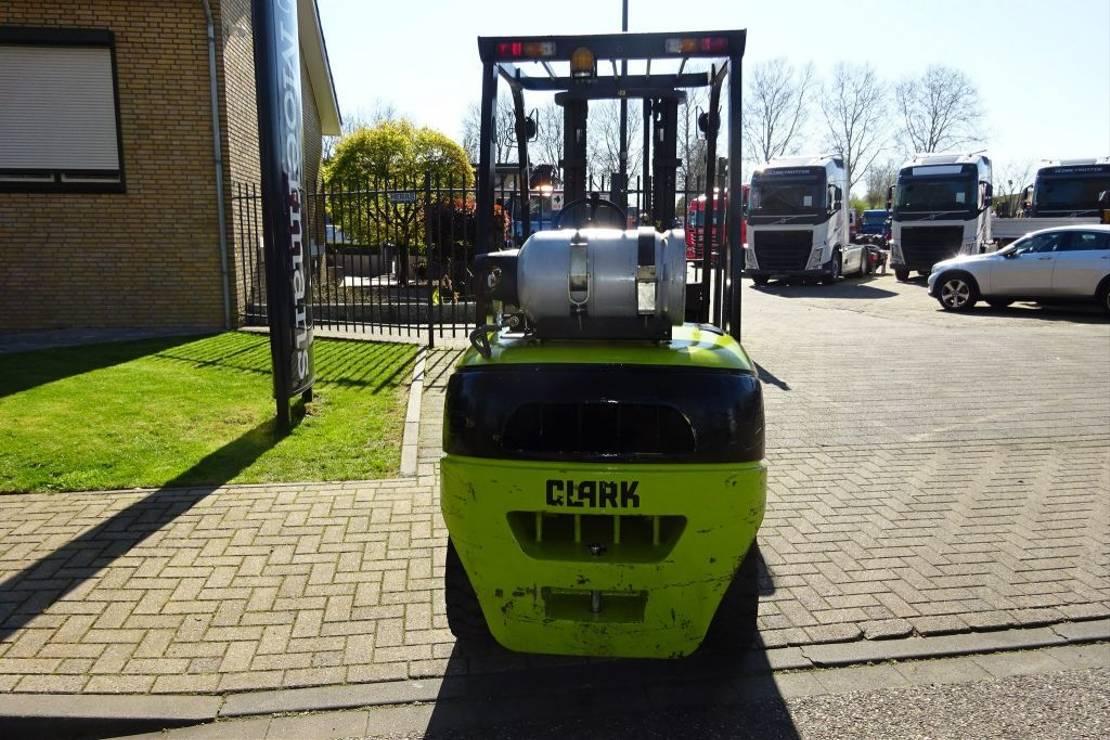 vorkheftruck Diversen Clark C35L LPG 2010