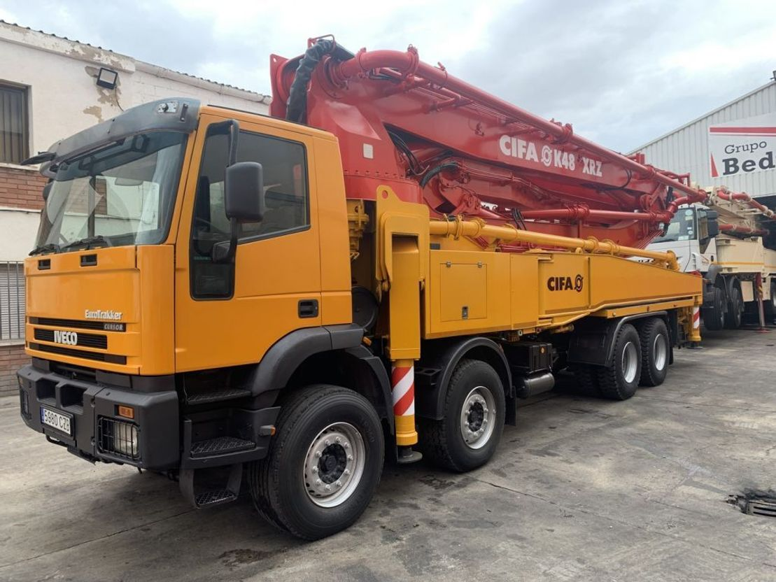 betonpomp vrachtwagen Iveco Eurotrakker Cifa K47 XRZ 2004