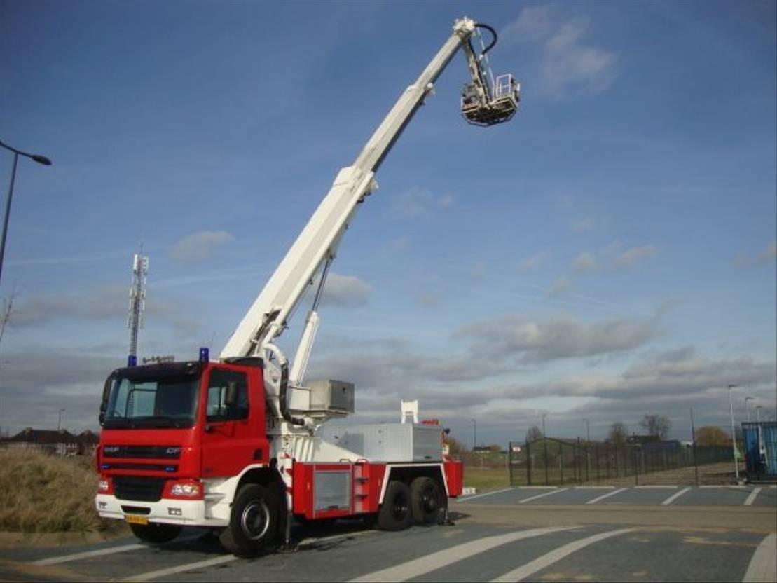 autohoogwerker vrachtwagen DAF 75-310 hilton 23 meter 2003
