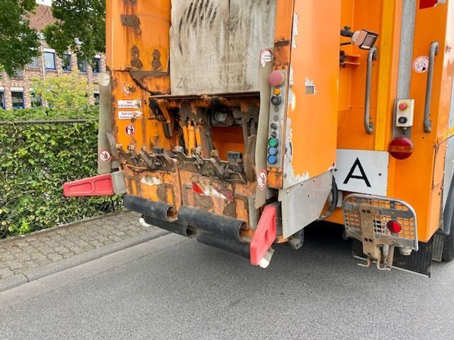 Mercedes-Benz - AXOR 1833 L Müllwagen FAUN ROTCPRESS 516 7