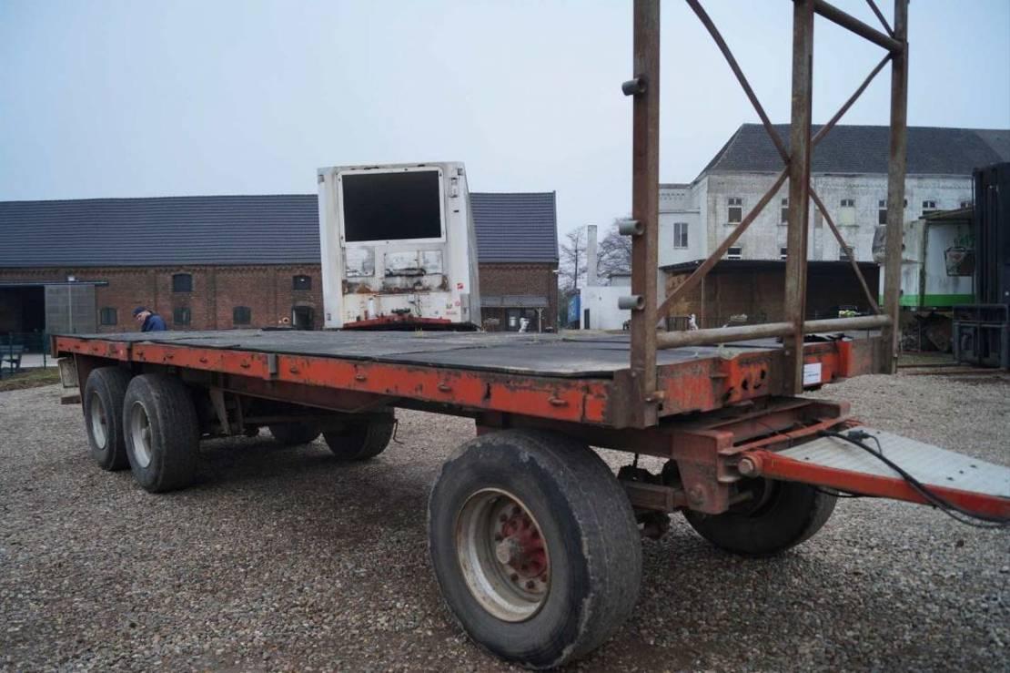 platte aanhanger vrachtwagen Pacton 3-assige aanhanger 1985