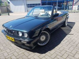 cabriolet auto BMW 325i. Cabriolet