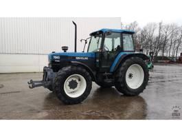 standaard tractor landbouw New Holland 7840