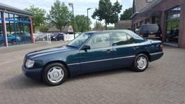 sedan auto Mercedes-Benz 200 E-Klasse. 200 SEDAN 1995