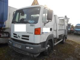 vuilniswagen vrachtwagen Nissan Alteon 2006