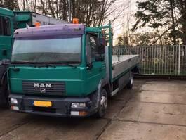 oprij vrachtwagen MAN L24 2002