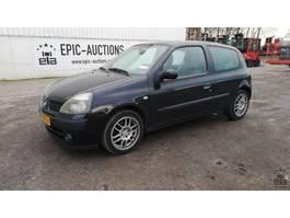 hatchback auto Renault Clio 1.6 2003