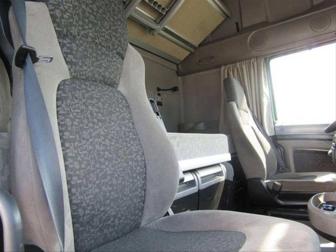 chassis cabine vrachtwagen DAF FAR XF105.460 Intarder 6x2 Euro 5  (2 pieces) 2008