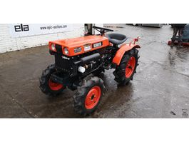 standaard tractor landbouw Kubota B7000