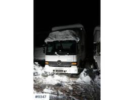bakwagen vrachtwagen Mercedes-Benz Atego box truck with low KM 2003