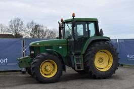 standaard tractor landbouw John Deere 6800