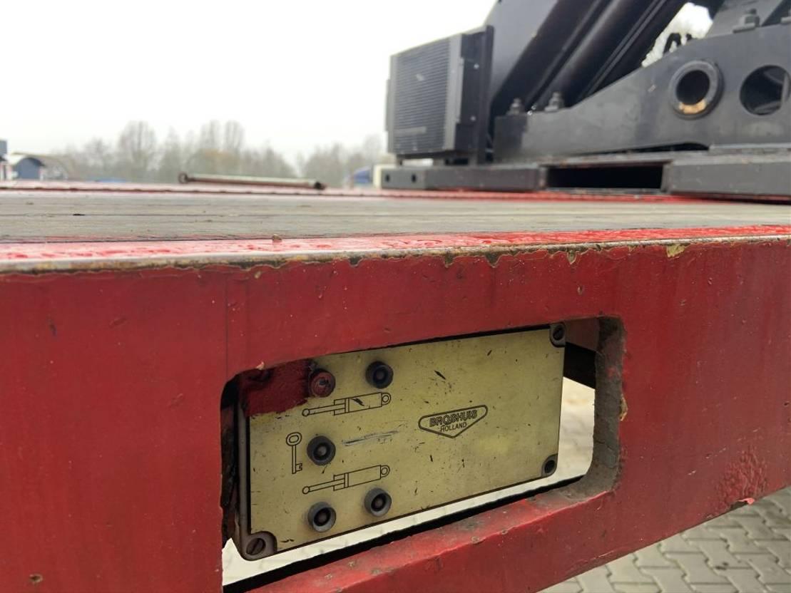 semi dieplader oplegger Broshuis 3 ABSD 48 3xgestuurd uitschuifbaar met Palfinger 37t/m autolaadkraan 1997