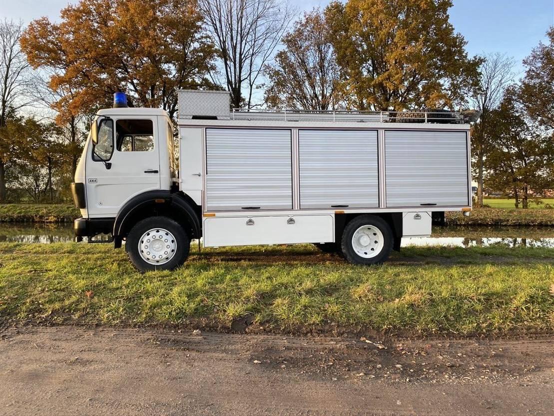leger vrachtwagen Mercedes-Benz 1017 - Servicetruck - firetruck base