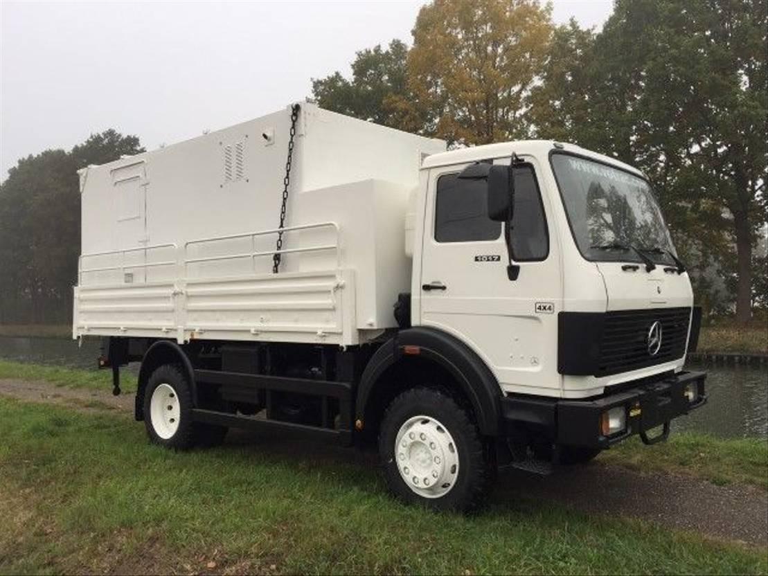 leger vrachtwagen Mercedes-Benz 1017 - Servicetruck