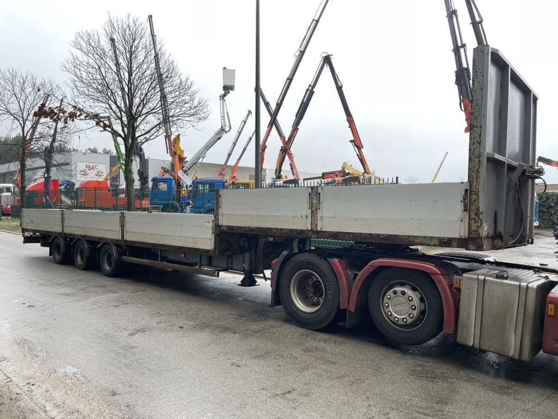 semi dieplader oplegger Kaiser 3-axles SEMI-LOWLOADER - 12 TIRES - STEEL SPRING SUPENSION / SUSPENSION LAMES / 2001