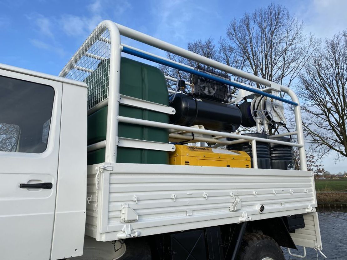 leger vrachtwagen Mercedes-Benz Unimog U1300 4x4 Servicetruck