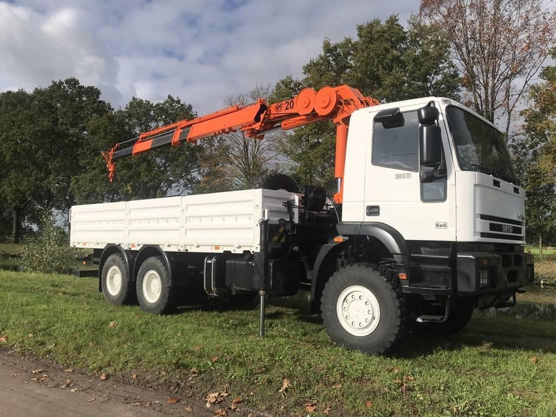 leger vrachtwagen Iveco Eurotrakker 26E37 - crane 2003 HMF - 20tm