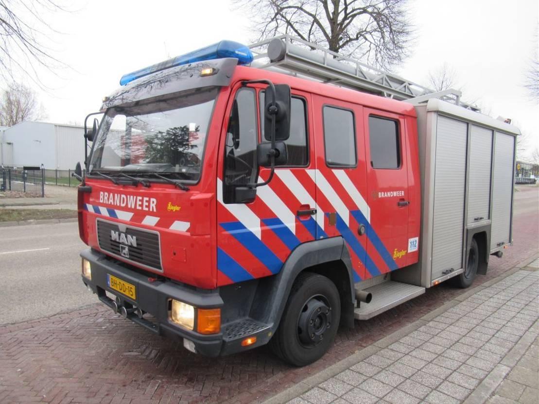 brandweerwagen vrachtwagen MAN 12 L 4x2 Tankautospuit Ziegler 1999