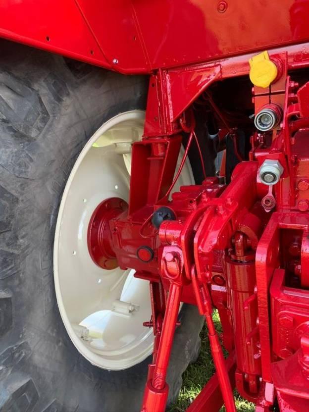 standaard tractor landbouw International 1455XL TOP 4WD 30km/h 1981