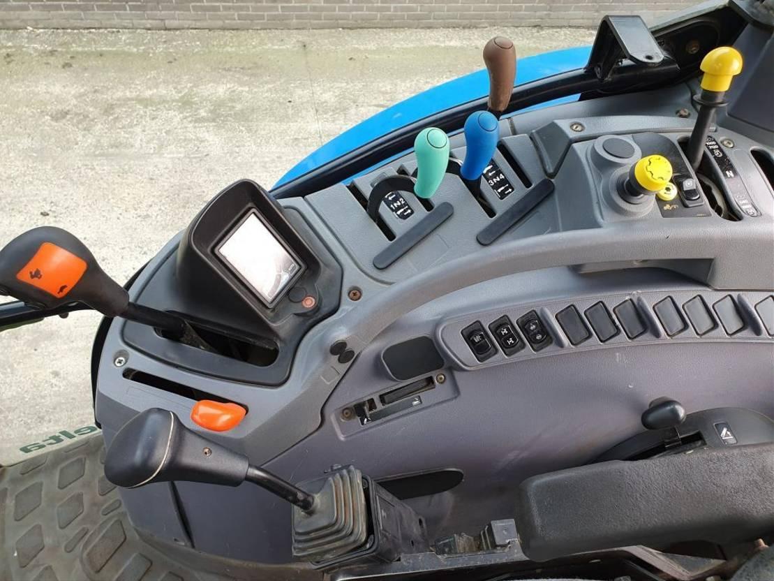 standaard tractor landbouw New Holland TS110A met New Holland 120FL voorlader 2006