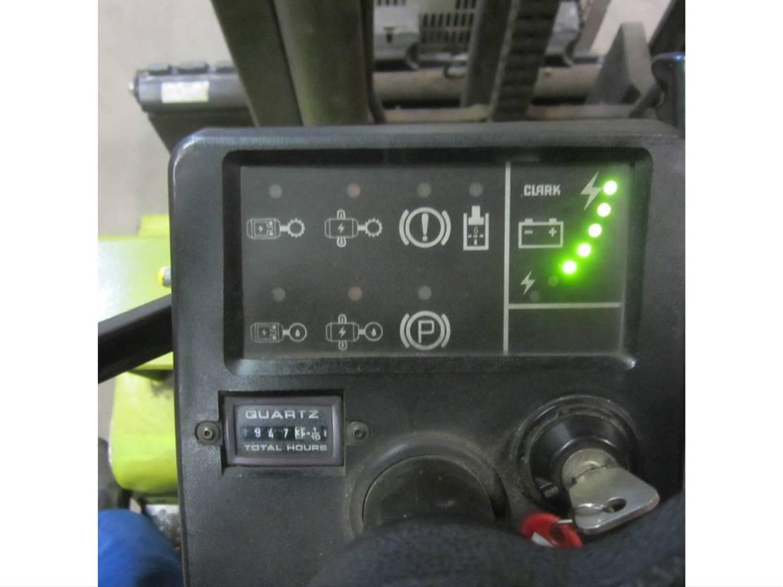 vorkheftruck Clark electrisch heftruck EM30, duplomast, side shift.