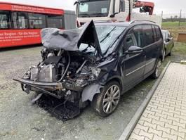 stationwagen Volkswagen Touran /Unfallschaden 2012