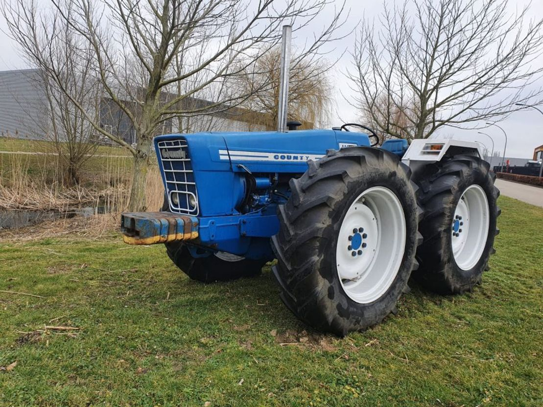 standaard tractor landbouw Ford Ford County 1164 TOP MARGE 1972