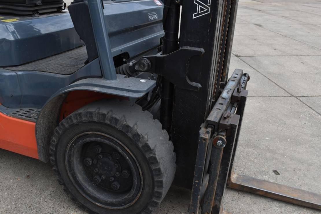 vorkheftruck Toyota 02-8FGJ30 Heftruck Side shift triple 3000 KG 2007